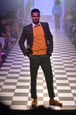 Model walks for Men_s Health show at Myntra fashion week day 2 on 4th Oct 2014 (110)_5430bc65652ff.JPG