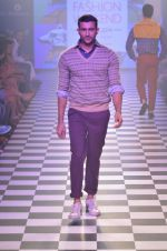 Model walks for Men_s Health show at Myntra fashion week day 2 on 4th Oct 2014 (112)_5430bc722e8e4.JPG