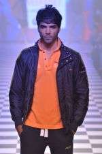 Model walks for Men_s Health show at Myntra fashion week day 2 on 4th Oct 2014 (123)_5430bca216c64.JPG