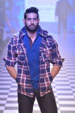 Model walks for Men_s Health show at Myntra fashion week day 2 on 4th Oct 2014 (126)_5430bcab770b3.JPG