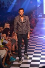 Model walks for Men_s Health show at Myntra fashion week day 2 on 4th Oct 2014 (141)_5430bcd8ac96b.JPG