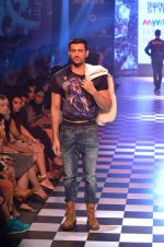 Model walks for Men_s Health show at Myntra fashion week day 2 on 4th Oct 2014 (145)_5430bce5446f5.JPG