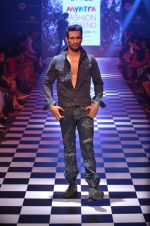 Model walks for Men_s Health show at Myntra fashion week day 2 on 4th Oct 2014 (147)_5430bcebe96a6.JPG
