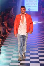 Model walks for Men_s Health show at Myntra fashion week day 2 on 4th Oct 2014 (153)_5430bcfdb54f0.JPG