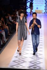 Raghav Sachar walks for Rina Dhaka at Myntra fashion week day 1 on 3rd Oct 2014 (503)_5431278832226.JPG