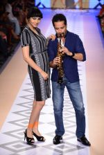 Raghav Sachar walks for Rina Dhaka at Myntra fashion week day 1 on 3rd Oct 2014 (505)_54312799f0386.JPG