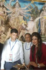 Raveena Tandon at Kolkata for Durga Puja (7)_5430b78b325c1.jpg
