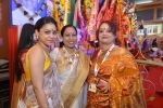 Sumona Chakravarti at North Bombay Sarbojanin Durga Puja in Mumbai on 2nd Oct 2014 (33)_5431320e63369.JPG
