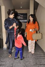 Sushmita Sen snapped with family at PVR on 4th Oct 2014 (11)_5430d62409d5c.JPG