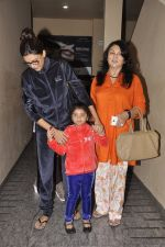 Sushmita Sen snapped with family at PVR on 4th Oct 2014 (12)_5430d62819605.JPG
