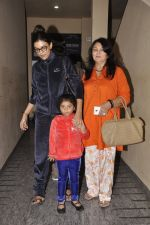 Sushmita Sen snapped with family at PVR on 4th Oct 2014 (14)_5430d63132bba.JPG