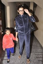 Sushmita Sen snapped with family at PVR on 4th Oct 2014 (7)_5430d6131203e.JPG