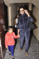 Sushmita Sen snapped with family at PVR on 4th Oct 2014 (8)_5430d6171b39b.JPG