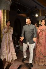 Vivek Oberoi walks for Maheka Mirpuri_s show for cancer cause in Taj Hotel, Mumbai on 6th Oct 2014(666)_543388d898869.JPG