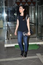 Karisma Kapoor at Sanjay Kapoor_s residence on 8th Oct 2014 (34)_543627af11f40.JPG