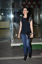 Karisma Kapoor at Sanjay Kapoor_s residence on 8th Oct 2014 (35)_543627ba51e08.JPG