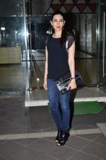 Karisma Kapoor at Sanjay Kapoor_s residence on 8th Oct 2014 (36)_543627bf8760d.JPG