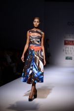 Model walk the ramp for Gauri Nainika Show on wills day 2 on 9th Oct 2014 (43)_5437707b46c7f.JPG