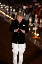 Rohit Bal Show at grand finale of Wills at Qutub Minar, Delhi on 12th Oct 2014 (481)_543b6fa20cd04.JPG