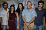 Divyendu Sharma, Aditi Sharma, Anupam Kher, Neha Dhupia at Ekkees Toppon Ki Salaami screening in Lightbox, Mumbai on 13th Oct 2014 (219)_543cf3d995de1.JPG