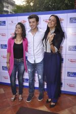 Aditi Sharma, Divyendu Sharma, Neha Dhupia  at Bombay Blues brailler menu launch - a Mirchi cares initiative in bandra, Mumbai on 16th Oct 2014(73)_544128313d57f.JPG