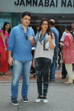 Sonali Bendre, Goldie Behl vote in Mumbai on 15th Oct 2014 (142)_54410805eec31.JPG