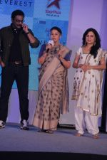 Suhasini Mulay, Kishori Shahane, Milind Gunaji at the Launch of Ashutosh Govariker_s Everest in Mumbai on 16th Oct 2014 (41)_54411849f1b1f.JPG