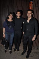 Archana Puran Singh, Parmeet Sethi snapped in Juhu at A private Diwali Bash in Mumbai on 18th Oct 2014 (4)_5443c2be23001.JPG