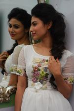 Mouni Roy at Ruby_s skin clinic in Andheri, Mumbai on 17th Oct 2014 (10)_54439df5e7179.JPG