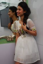 Mouni Roy at Ruby_s skin clinic in Andheri, Mumbai on 17th Oct 2014 (5)_54439defb1da9.JPG