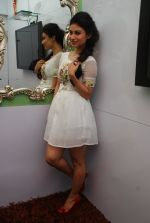 Mouni Roy at Ruby_s skin clinic in Andheri, Mumbai on 17th Oct 2014 (7)_54439df259cbe.JPG