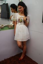 Mouni Roy at Ruby_s skin clinic in Andheri, Mumbai on 17th Oct 2014 (8)_54439df3d0d90.JPG