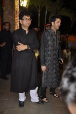 Kunal Kohli, Parsoon Joshi at Amitabh Bachchan and family celebrate Diwali in style on 23rd Oct 2014 (57)_544a48f5ee220.JPG