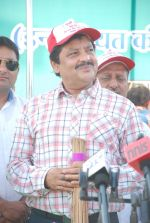 Udit Narayan at Swacch Bharat campaign in MMRDA on 28th Oct 2014 (3)_54509342936ad.JPG