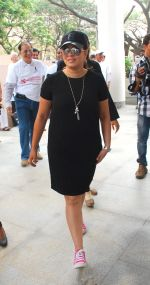 Mahima Chaudhry at cleanliness drive by Nahar Group in Powai on 2nd Nov 2014 (25)_54572a607df86.JPG