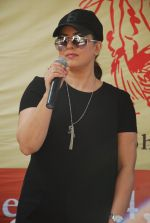 Mahima Chaudhry at cleanliness drive by Nahar Group in Powai on 2nd Nov 2014 (8)_54572ba19ad2e.JPG