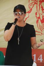 Mahima Chaudhry at cleanliness drive by Nahar Group in Powai on 2nd Nov 2014 (10)_54572a4c825fd.JPG