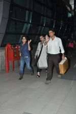 Rani Mukherjee snapped in Airport on 4th Nov 2014 (11)_545a15d79d8a3.JPG