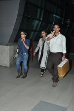 Rani Mukherjee snapped in Airport on 4th Nov 2014 (12)_545a15d878659.JPG