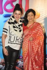 Aruna Irani, Kainaat Arora at Bol Baby Bol premiere in PVR, Mumbai on 6th Nov 2014 (57)_545c8723577df.JPG