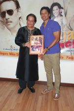 Shaan, Anup Jalota at the Music Launch of Hum Baja Bajaa Denge on 6th Nov 2014 (46)_545c87c18f33c.JPG