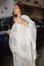 Rani Mukherjee at Ravi Chopra prayer meet in Blue Sea on 15th Nov 2014 (207)_54687d5f4195c.JPG