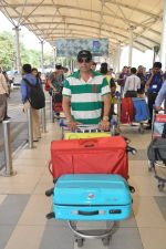 Atul Agnihotri snapped at airport in Mumbai on 17th Nov 2014 (21)_546adfafb037d.JPG