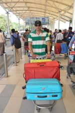 Atul Agnihotri snapped at airport in Mumbai on 17th Nov 2014 (22)_546adfb07654e.JPG