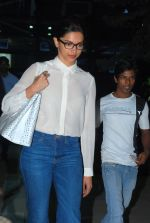 Deepika Padukone snapped at Airport in Mumbai on 18th Nov 2014 (19)_546c59ca9a236.JPG