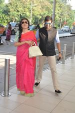 Mini Mathur, Kabir Khan leave for Arpita Khan_s Wedding in Mumbai on 18th Nov 2014 (21)_546c5b2b054fb.JPG