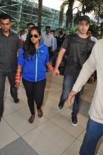 Arpita Khan returns post wedding in Mumbai on 21st Nov 2014 (14)_5470664ba4791.JPG