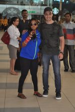 Arpita Khan returns post wedding in Mumbai on 21st Nov 2014 (9)_5470664643725.JPG