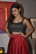 Mouni Roy at Khushii art event in Tao Art Gallery on 22nd Nov 2014 (18)_5473378aee000.jpg