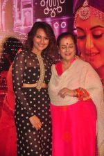 Sonakshi Sinha, Poonam Sinha unveils Radha song from Tevar in PVR, Juhu, Mumbai on 25th Nov 2014 (49)_547598a01dab5.JPG